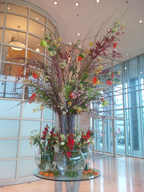 And big flowers in the lobby!