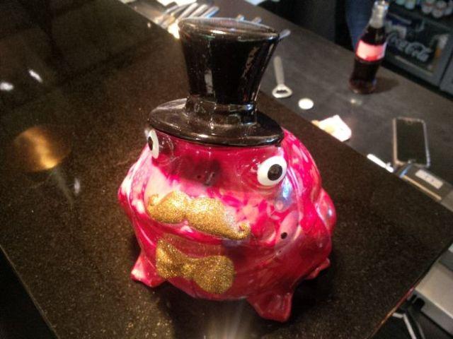 Frog statue at Galleria Kitchen, where I got an espresso on walk to hotel.