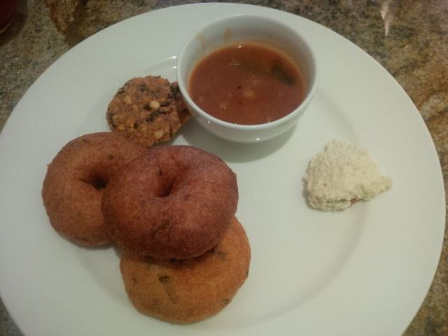 Breakfast in the hotel restaurant includes Medu Vada, the donut-looking things that are crispy and savory.